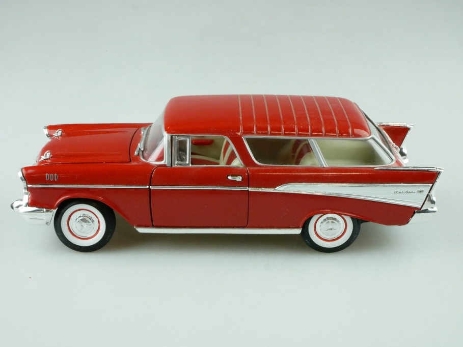 Road Tough 1/24 1957 Chevrolet Bel Air Nomad korallrotmetallic ohne Box 512377