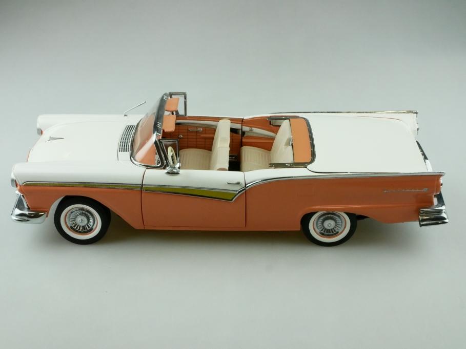 Sun Star 1/18 Ford Skyliner Retractable Hardtop 1957 weiß koralle o. Box 512422