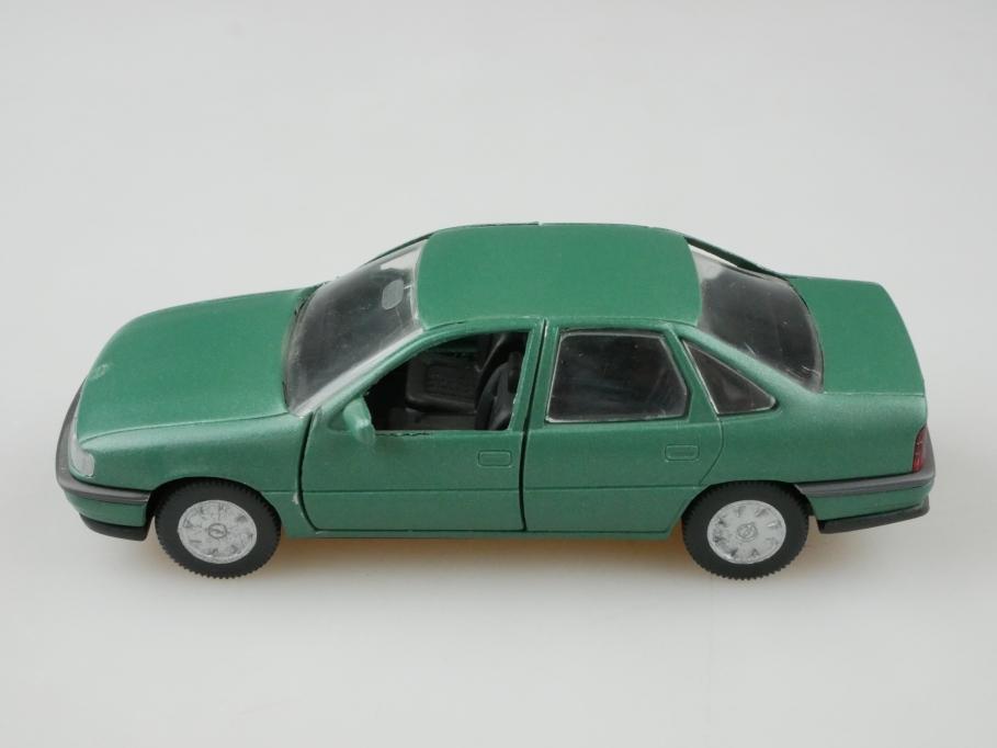 81161000 Gama 1/43 Opel Vectra A Stufenheck mattgrün selten mit Box 512635