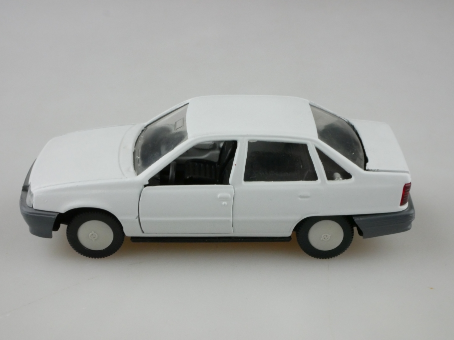 1198 MAB 1/43 Opel Kadett E GLS 4 Türer Stufenheck weiß ohne Box 512638