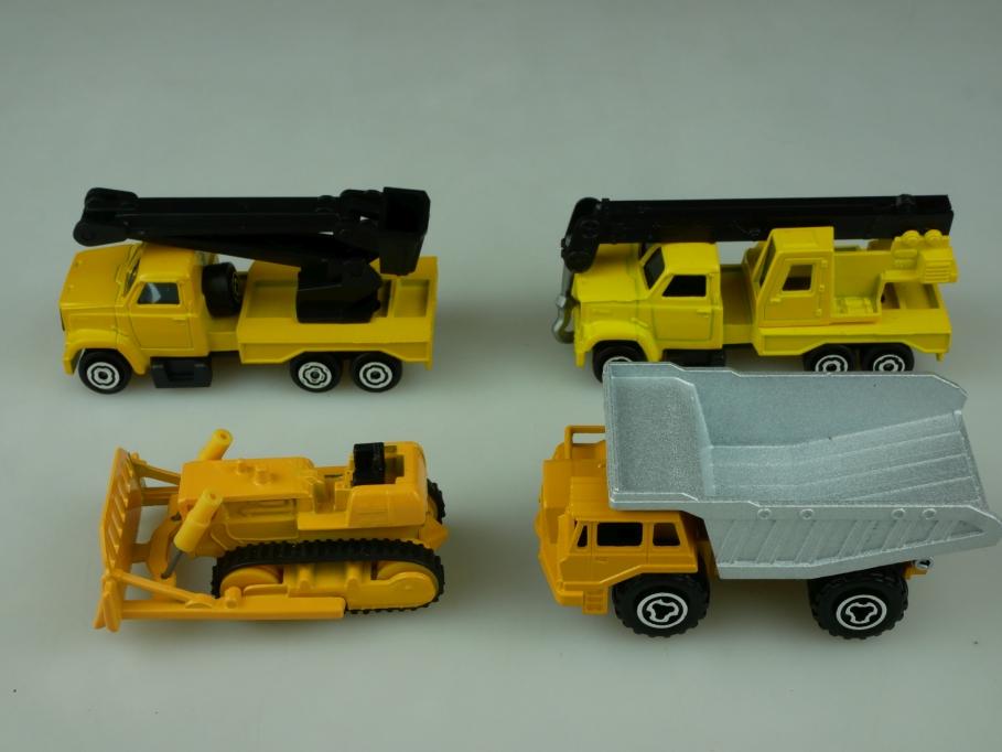 Majorette ca. 1/100 1/87  Baumaschinen Konvolut Kran Kipper Raupe o. Box 513544