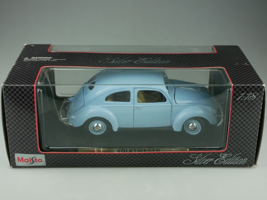 Maisto 1/18 VW Brezelfensterkäfer Bug Beetle 1951 selten hellblau mit Box 513709