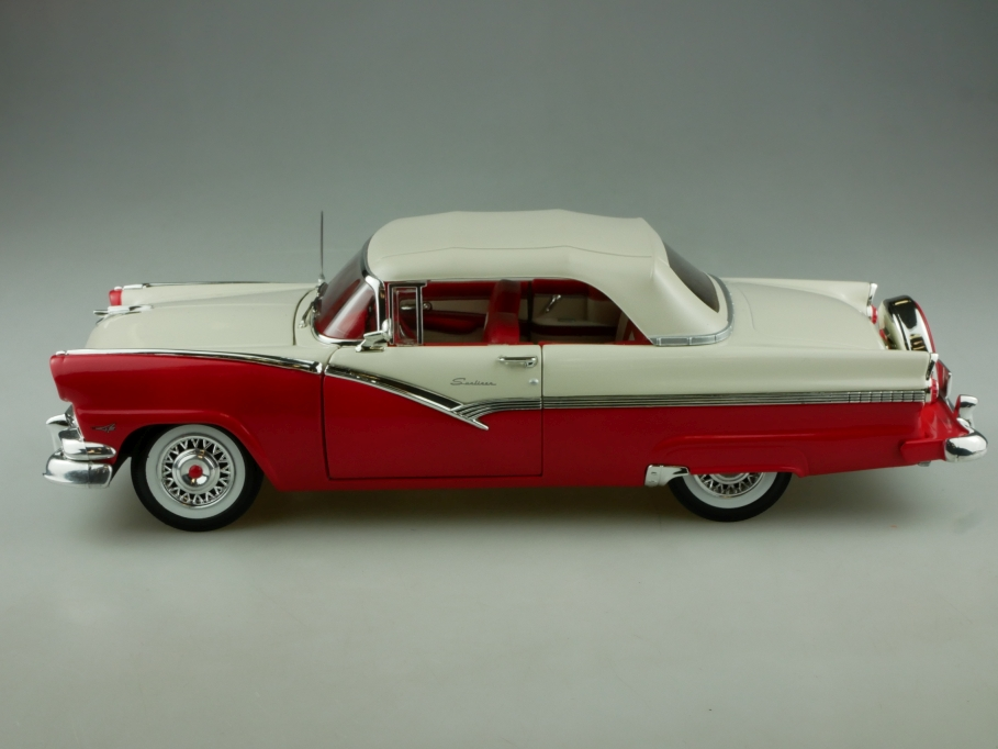Ertl 1/18 Ford Sunliner 1956 Convertible with Continentalkit ohne Box 513859