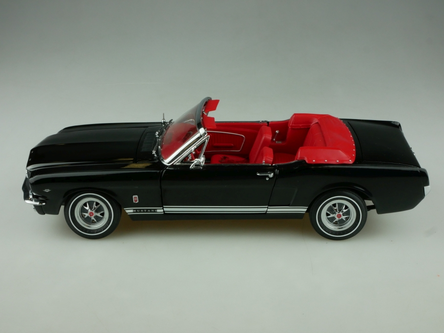 Ertl Authentics 1/18 Ford Mustang Convertible 1965 black ohne Box 513861