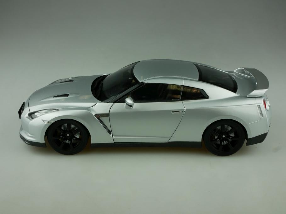 Norev 1/18 Nissan Skyline GTR 35 Coupe 2007 Supersportwagen ohne Box 513866