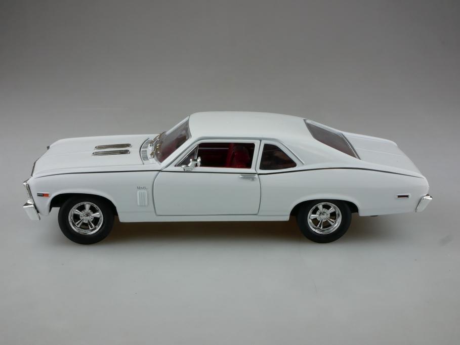 Johnny Lightning 1/24 Chevrolet Nova Coupe 1969 white ohne Box 513963