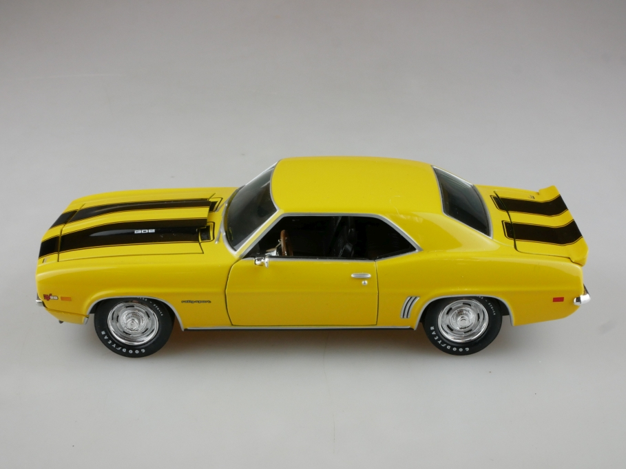 Classic Metal Works 1/24 Chevrolet Camaro Z 28 Coupe yellow ohne Box 513964
