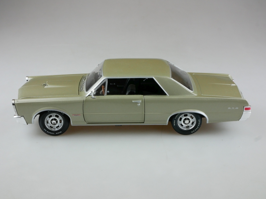 Johnny Lightning 1/24 Pontiac GTO Hardtop Coupe 1965 greenmet. ohne Box 513967