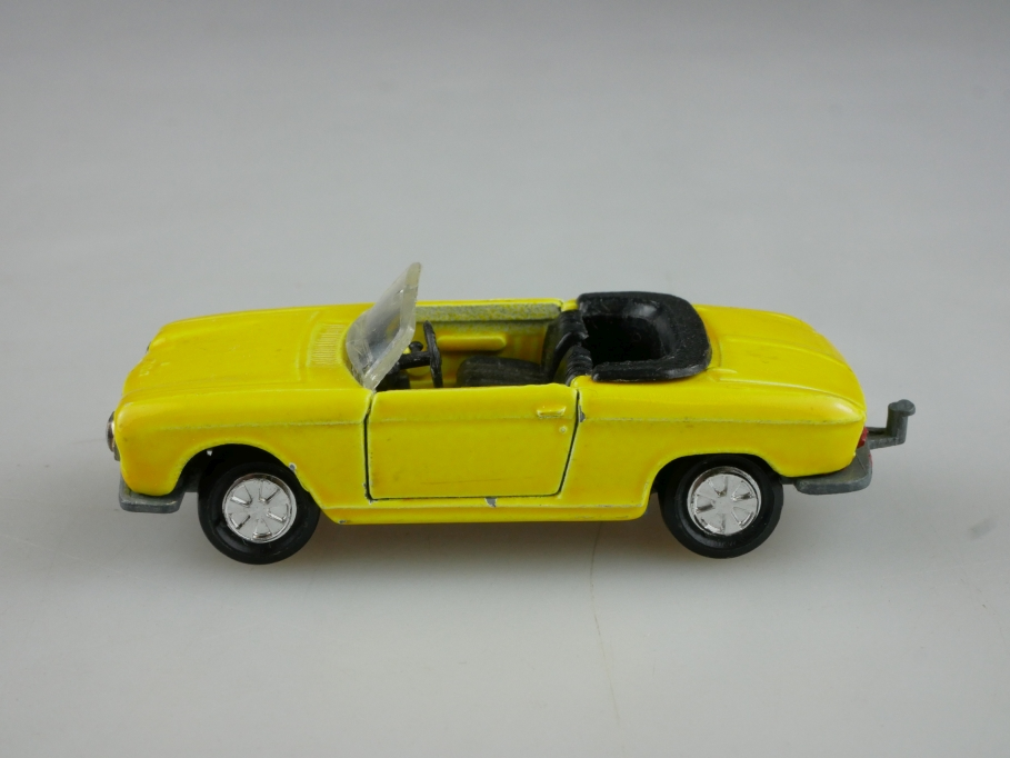 230 Majorette 1/65 Peugeot 204 Roadster Convertible citrusgelb ohne Box 514026