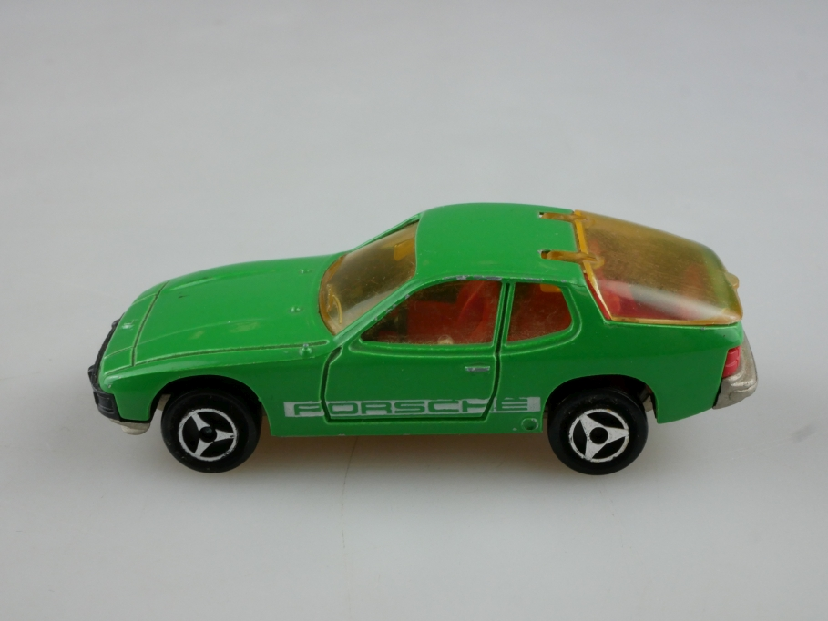 247 Majorette 1/60 Porsche 924 Coupe grün ohne Box 514074