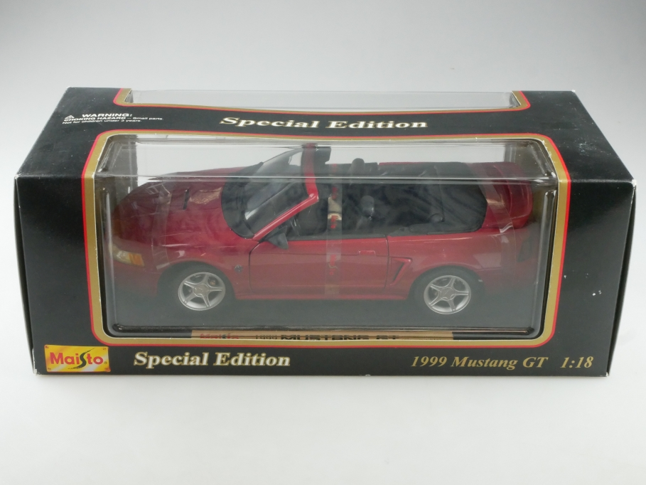 Maisto 1/18 Ford Mustang GT Convertible 1999 mit Box 514334