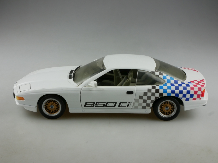 8844 Revell 1/18 BMW 850 CSI Coupe Multifunktion Händlerediton ohne Box 514345