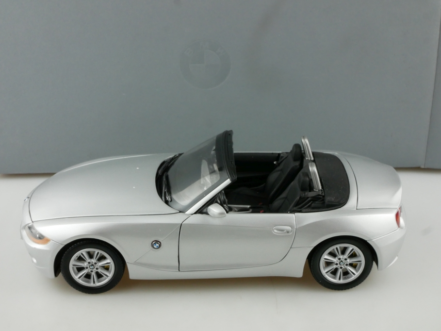 Kyosho 1/18 BMW Z4 Roadster silvermetallic Händleredition mit Box 514514