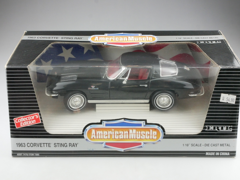 Ertl 1/18 Chevrolet Corvette Stingray Splitwindow Coupe 1963 mit Box 514557