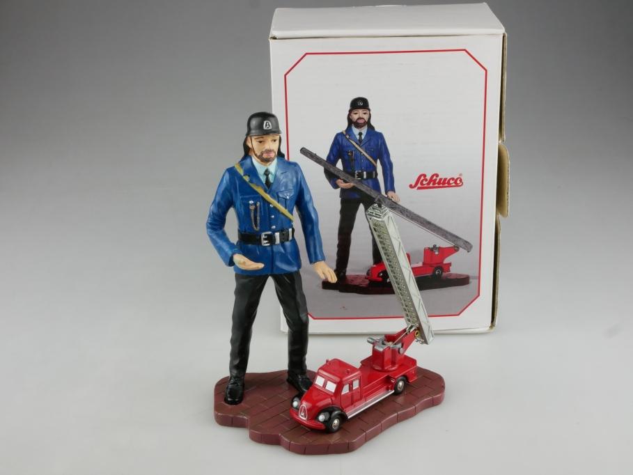 1232 Schuco Piccolo 1/90 Magirus Deutz Feuerwehr Drehleiter mit Figur Box 514756