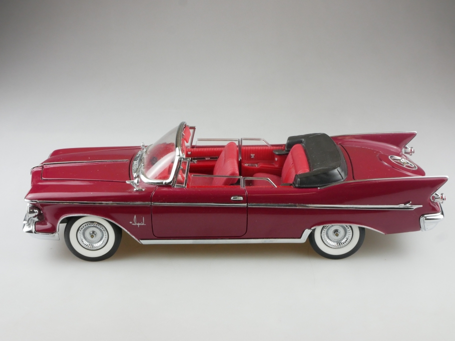 Signature 1/18 Chrysler Imperial Crown Convertible 1961 ohne Box 514918