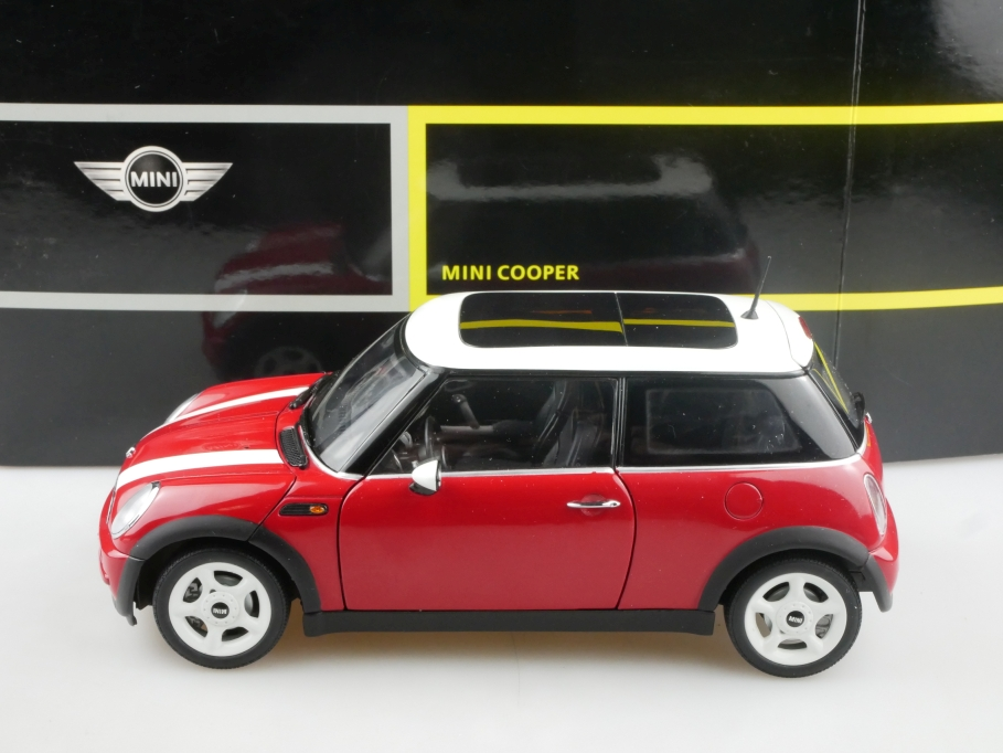 Kyosho 1/18 New Mini Cooper red Händleredition mit Box 514961