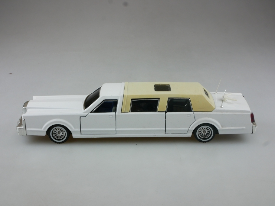 3045 Majorette 1/32 Lincoln Towncar Stretch Limousine ohne Box 514981
