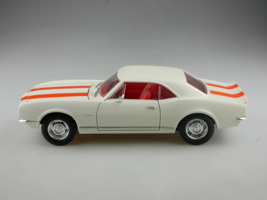 Road Legends 1/18 Chevrolet Camaro Supersport Hardtop 1967 ohne Box  515200