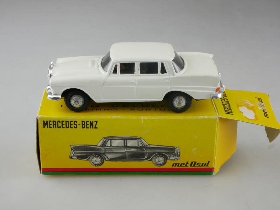 9 Metosul 1/43 Mercedes Benz 200 Heckflosse W 110 white ohne Box 515484