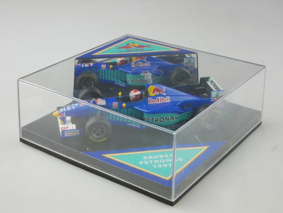 Red Bull 1/43 Sauber Petronas Formel 1 Rennwagen J.Herbert 1997 mit Box 515552