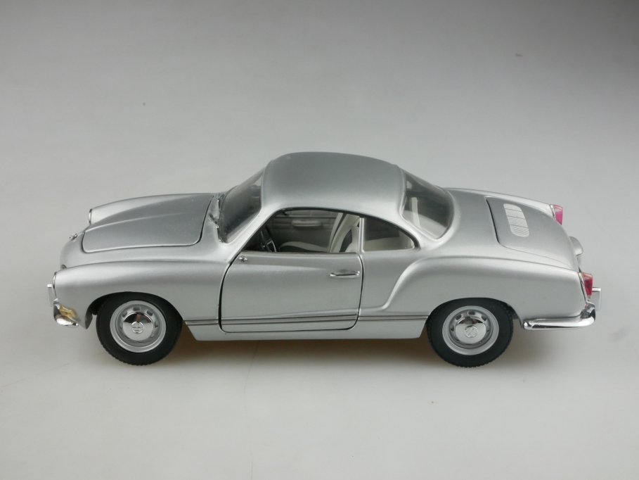 Minichamps 1/24 VW Karmann Ghia Typ 14 Coupe silvermetallic ohne Box  515652