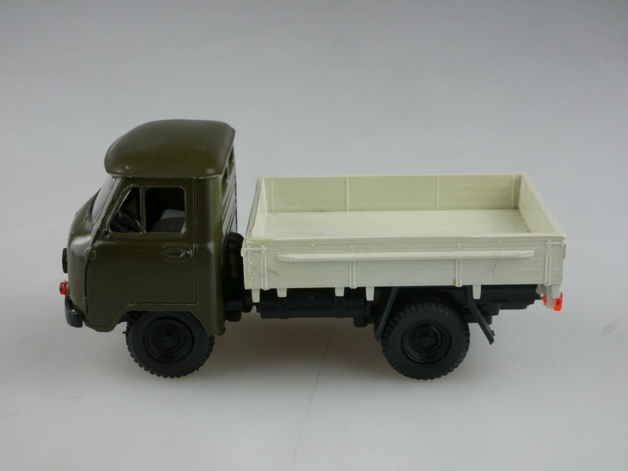 Novoexport 1/43 UAZ 452 Armee Kleinlaster Militär cccp USSR ohne Box 515875