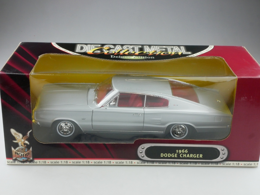 Road Signature 1/18 Dodge Charger Hardtop Coupe 1966 silver mit Box 516016