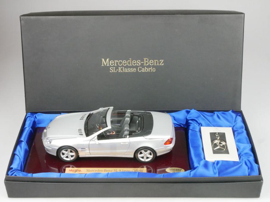 Maisto 1/18 Mercedes Benz SL 2001 R230 Cabrio silber auf Holzplatte + Box 116275