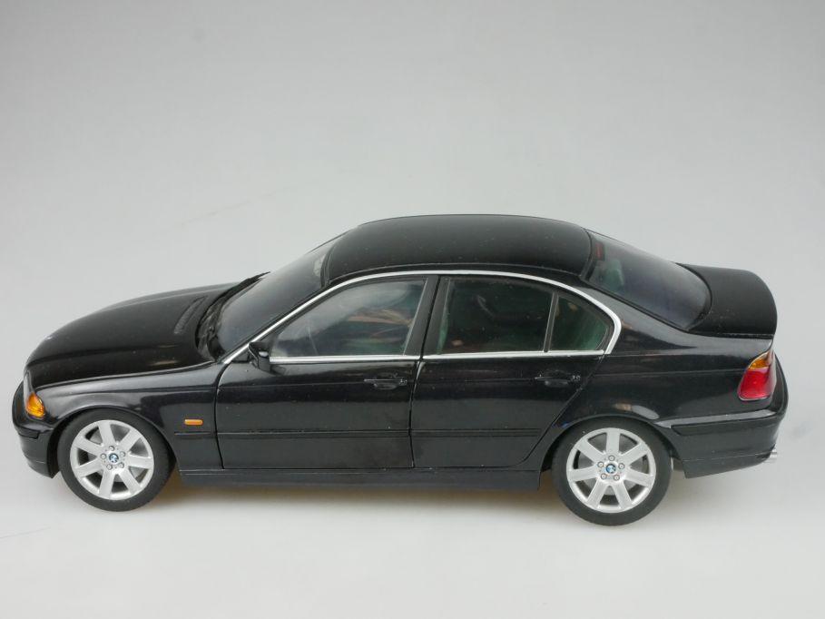 BMW 3-Reihe 1/18 UT Models BMW 328i E46 schwarz metallic diecast model 116410