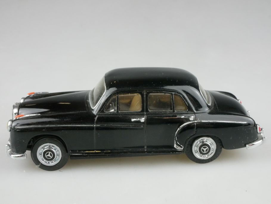 CCC France 1/43 Mercedes 220S 1956 Resin weißmetall model 116597